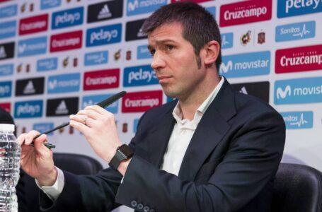 فالنسيا يقيل المدرب سيلاديس رسمياً وسيزار سانشيز يستقيل