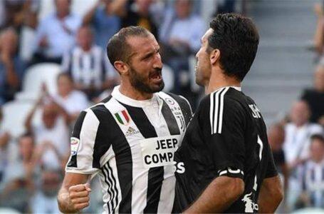 """يوفنتوس يجدد عقد حارس المرمى """"بوفون"""" والمدافع """"كيليني"""" لمدة عام واحد"""