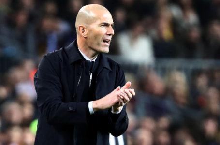زيدان يدافع عن نجوم ريال مدريد ويصف النادي بأنه الأهم في التاريخ