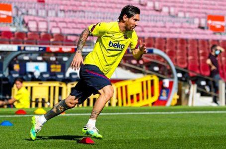 """قائد برشلونة """"ميسي"""" يعود إلى التدريبات بشكل انفرادي في ملعب كامب نو"""