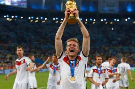 أندريه شورله لاعب بوروسيا دورتموند يعلن اعتزاله لكرة القدم