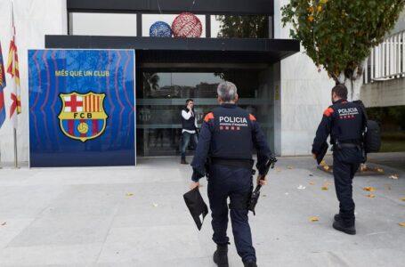 صحيفة: الشرطة الإسبانية تقتحم مكاتب نادي برشلونة