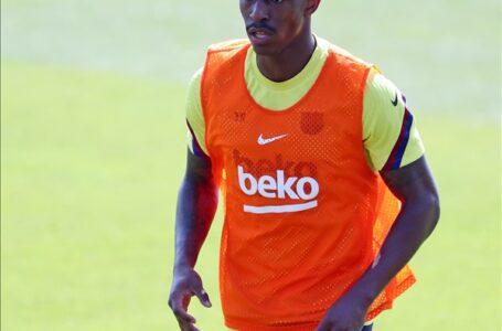 برشلونة يعلن رسميًا إصابة ظهيره جونيور فيربو
